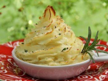 Roasted-Garlic-Parsnip-Mashed-Potatoes-